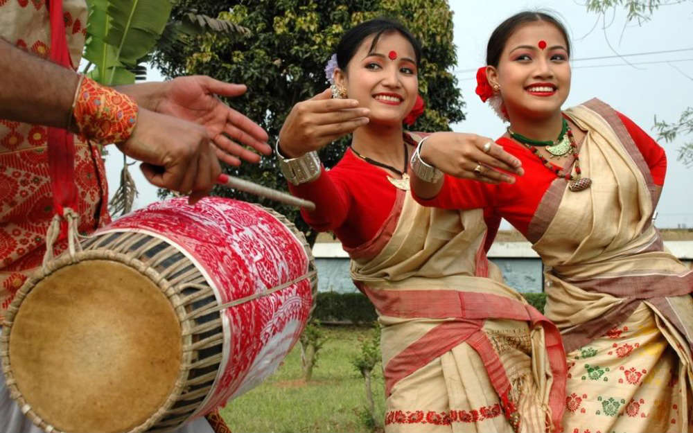 bihu dance of assam Bihu is a popular folk dance associated with the state of assam in india and it is performed generally during the bihu festival there are primarily three bihu festivals that are popular in assam namely rongali bihu, kongali bihu and bhogali bihu and the bihu dance is performed during the rongali bihu.