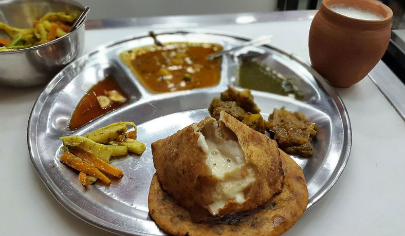 Best places to eat in delhi for foodies.